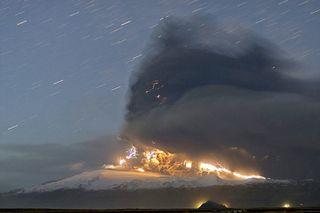 Eyjafjallajokull volcano lightning